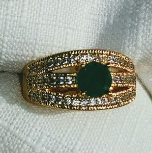 Beautiful emerald and white topaz ring
